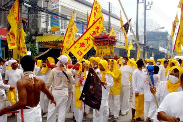 สุดตื่นเต้นไปร่วมเทศกาลกินเจประจำปีที่ ภูเก็ต